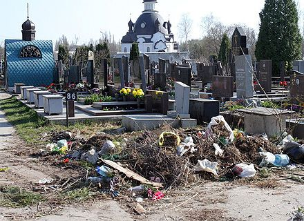мусор на кладбище / Фото: «Сегодня»