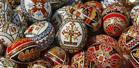 Сегодня украинцы пекут паски и украшают писанки