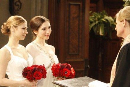 Президент Франции подписал закон об однополых браках / Фото : obozrevatel.com