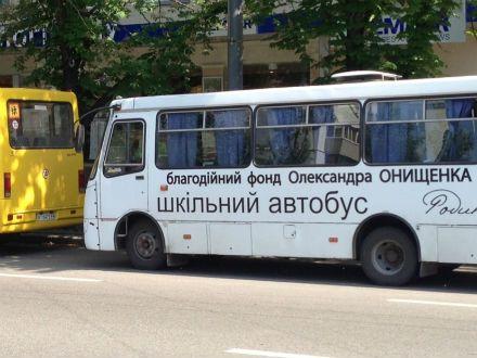 Оппозиция заявляет, что среди антифашистов в Киев привезли школьников / Фото: byut.com.ua