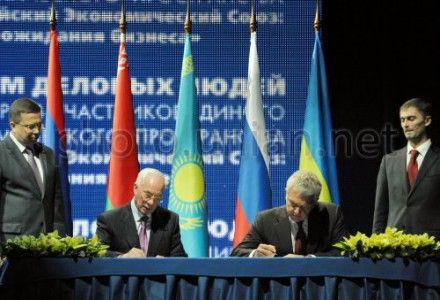 Азаров и Христенко подписали Меморандум