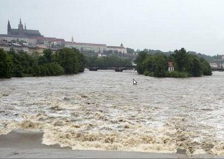 Вода в Прагу будет прибывать и дальше / Фото: ČTK, Kamaryt Michal