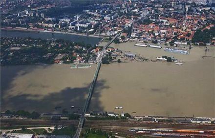 В Будапеште сегодня уровень воды достиг 843 сантиметров / Фото: pesterlloyd.net