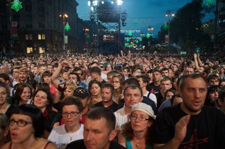 На праздничном концерте люди принимали благословение от самого Крестителя Руси
