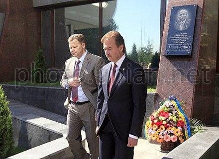 Попов и Кушнир