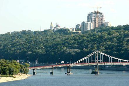 Пішохідний мост обладнають підсвіткою, фото archunion.com.ua
