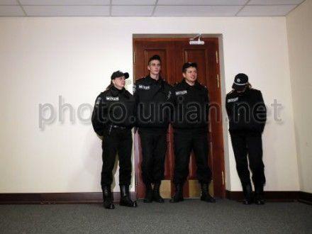 Депутаты жалуются, что милиция их не пускает