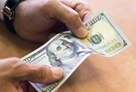 100 доларів нового зразка / Фото: rg.ru