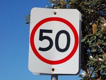 Скорость движения в городах и селах могут ограничить до 50 км / Фото: steer.ru