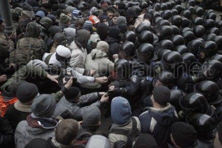 Во время драки на Банковой пострадали журналисты
