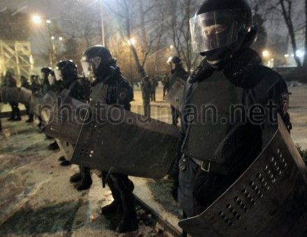 Милиция охраняет участников провластного митинга