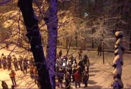 Кличко общается с Беркутом / Фото: Фейсбук Александр Баришин