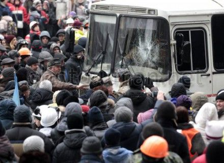 В столкновениях на Евромайдане пострадали 44 человека