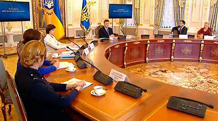 По словам Януковича завтра состоится новый круглый стол с оппозицией.
