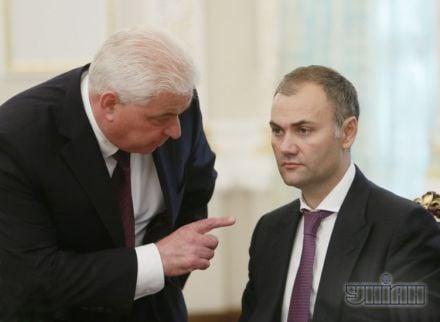 Юрий Колобов (справа)