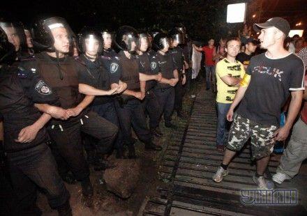 Жители столицы пикетируют Святошинский райотдел милиции