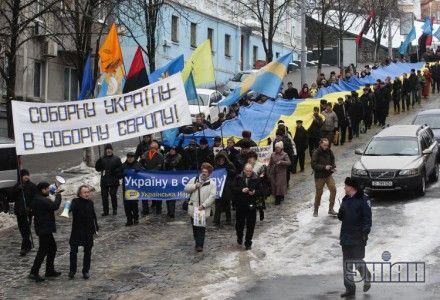 Участники праздничного шествия, посвященного Дню соборности Украины