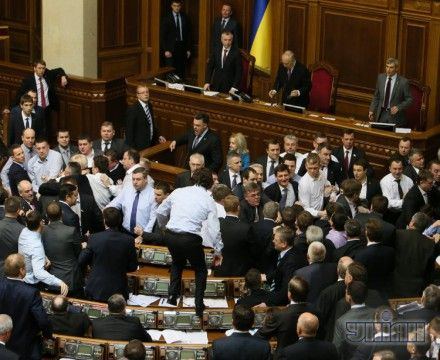 """Потасовка между депутатами от фракции """"Свобода"""" и КПУ"""