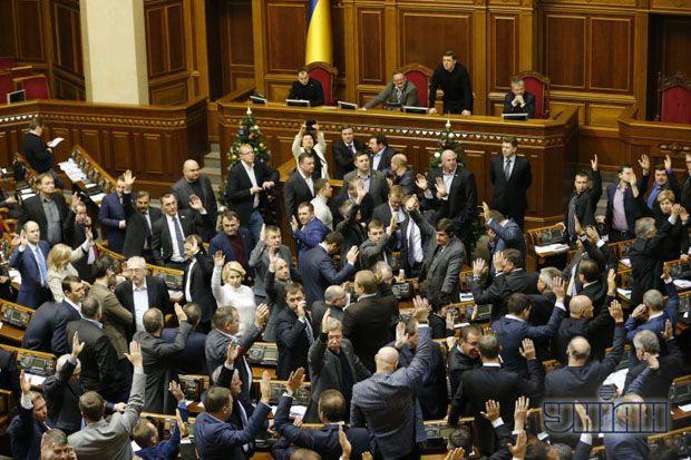 Народные депутаты голосуют за принятие закона о государственном бюджете на 2014