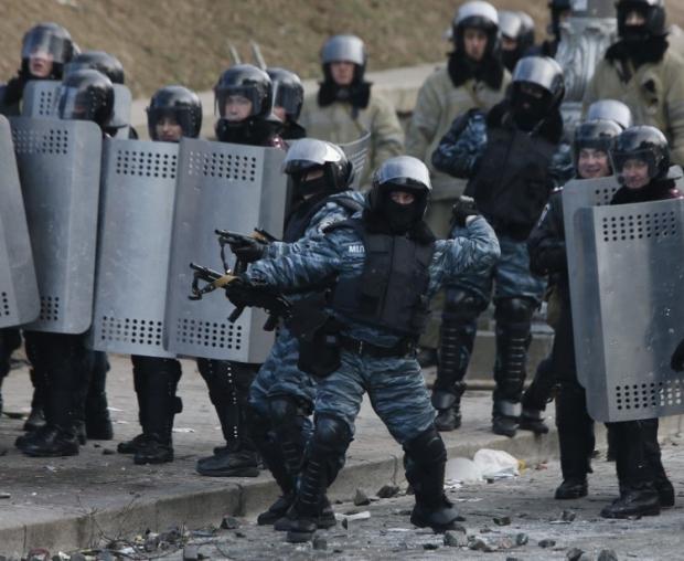 """Бойцы спецподразделения милиции """"Беркут"""""""