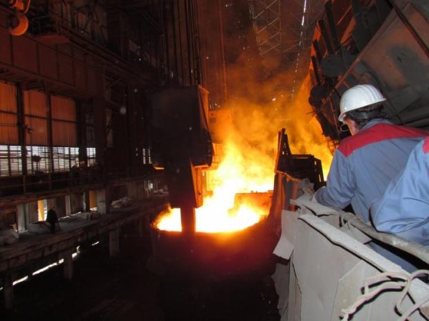 Чистый убыток крупнейшей в мире металлургической компании ArcelorMittal SA уменьшился в 2013 году на 24% - до 2,5 млрд долл.