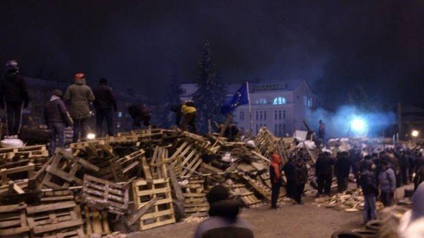 Барикади біля ОДА розібрали / firtka.if.ua
