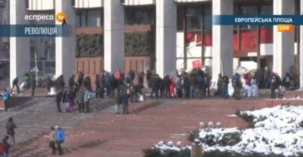 Активисты обустраивают быт в Украинском доме / Скриншот Еспресо.тв