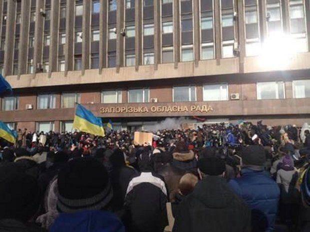 Штурм ОГА в Запорожье / @Kostya_Medyanik