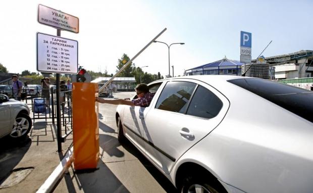 Столична влада погрожує несумлінним паркувальникам звільненням / фото УНІАН