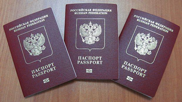 В РФ действует указ, по которому жители оккупированных районов на востоке Украины смогут в упрощенном порядке получать гражданство России / фото thekievtimes.com
