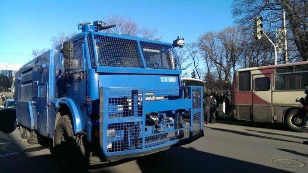Водомет в правительственном квартале / Фото: Facebook Дмитрий Чигрин