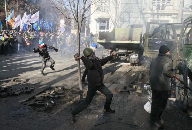 Беспорядки, Митингующие, 18 февраля / REUTERS