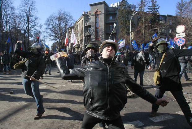 В противостояниях у ВР ранены уже 10 протестующих / REUTERS
