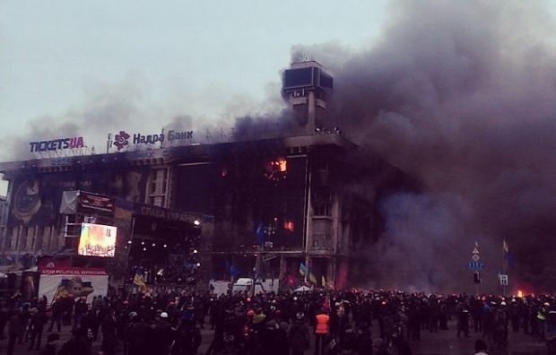 Из-за пожара в Доме профсоюзов в центре Киева наблюдаются перебои в работе мобильной связи / Evgen Buderatsky / facebook.com