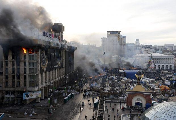 На Майдані триває протистояння / REUTERS