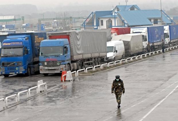 На границе Украины с Польшей в очередях стоят более 1 тыс. автомобилей / Фото УНИАН