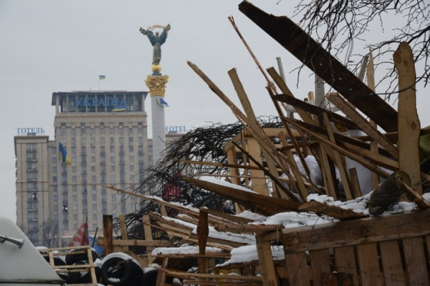 """Баррикады рядом с гостиницей """"Украина"""""""