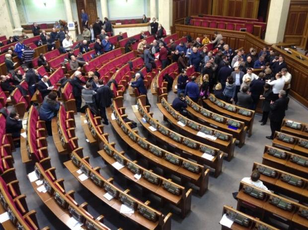 На постановление парламента, в отличие от закона Президент не может наложить вето