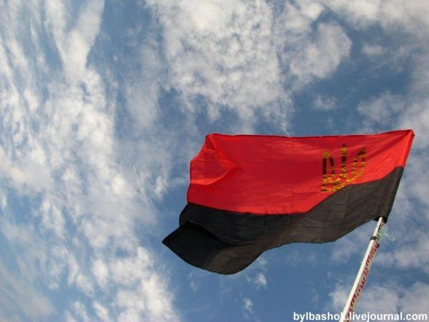У Львівській облраді рекомендували вивішувати червоно-чорний прапор до визначних дат