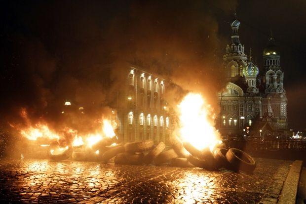 94% опрошенных россиян не хотели бы повторения в России событий, аналогичных происходящим в Украине/ REUTERS