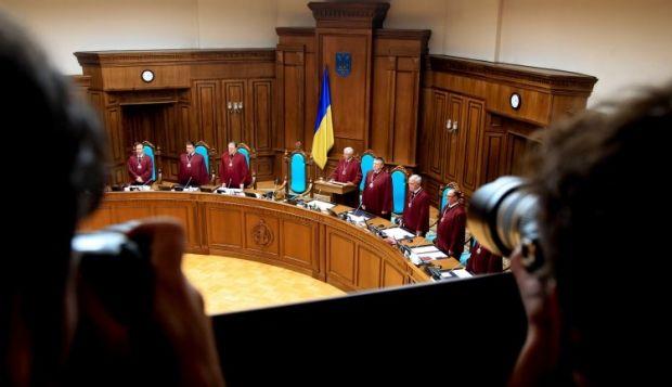 ВР звільнила 5-х суддів Конституційного суду