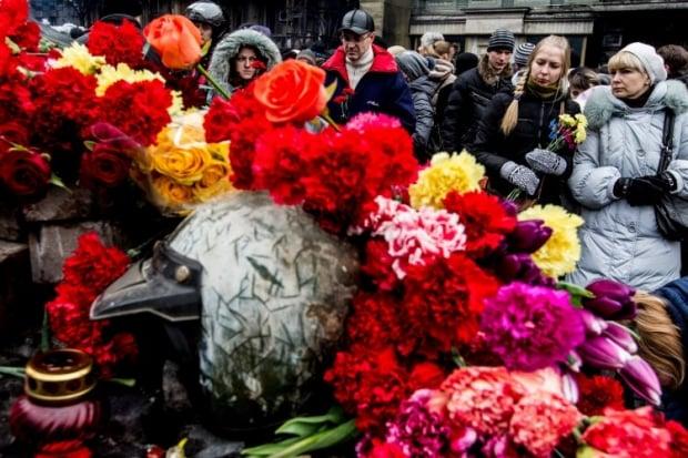 На Майдане продолжают чтить память погибших в столкновениях