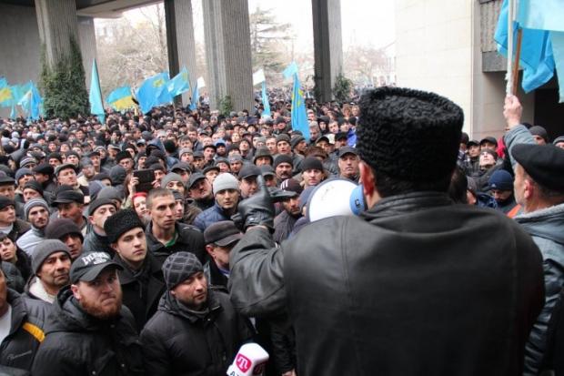 Казаки кричат «Беркут!», татары отвечают им «Ганьба!»