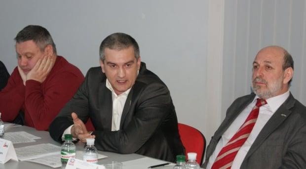 Аксенов подчинил себе силовиков