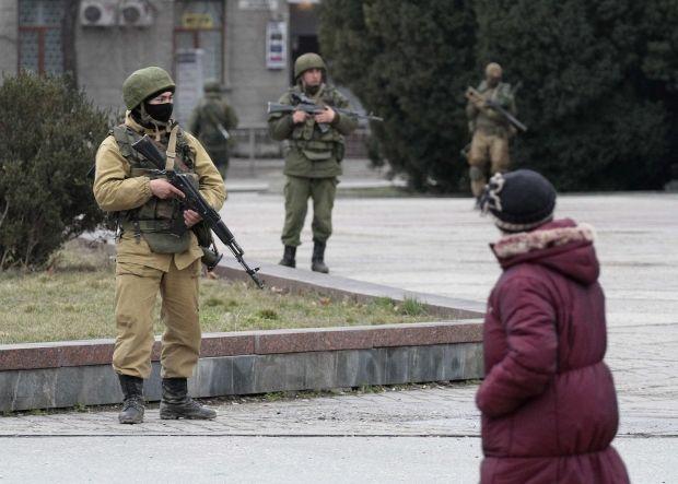 Невідомі з боку Криму обстріляли літак / REUTERS