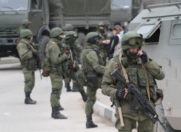 Российские военные блокируют пограничную часть в Балаклаве
