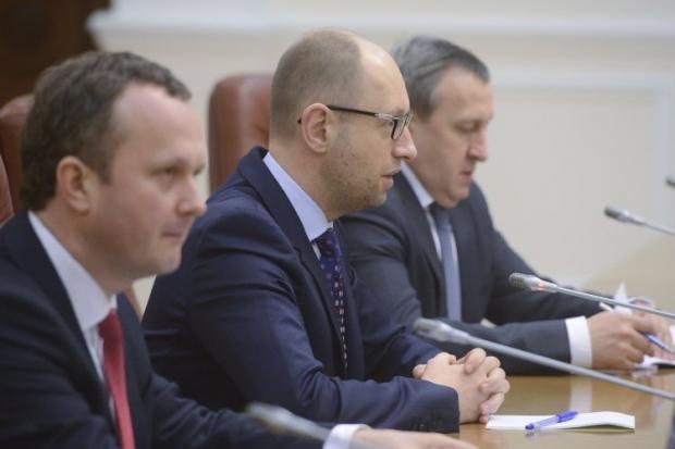 Яценюк не может связаться с Путиным