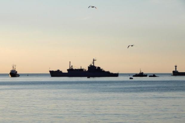 Корабли ЧФ РФ блокируют Севастопольскую бухту