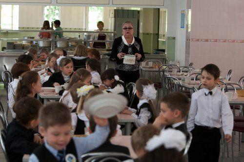 Масове отруєння в київській гімназії: 200 школярів не вийшли на навчання