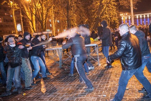 Проросійські активісти влаштували криваву бійню на мирному мітингу за єдність України / Новости Донбасса